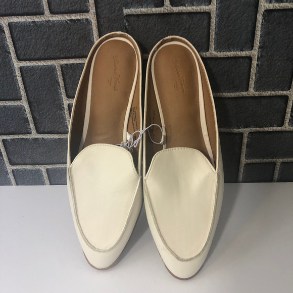 UNIVERSAL THREAD Shoes - UNIVERSAL THREAD WHITE AMBER WMS SZ 11 SHOES NWT